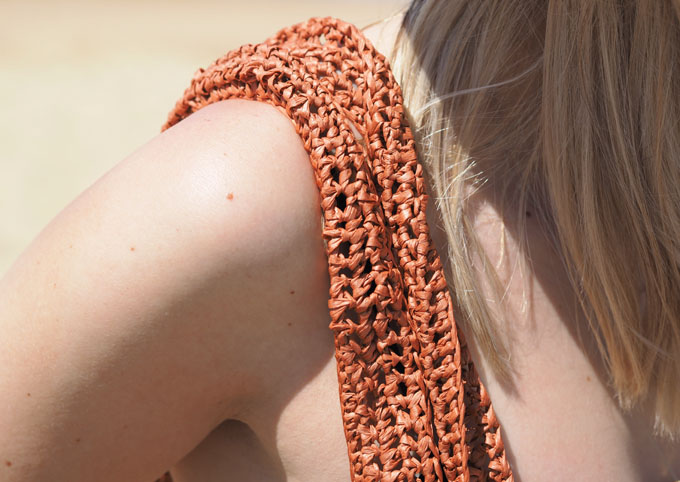How to crochet a raffia beach bag with Wool and the Gang Bad Romance Kit close up straps