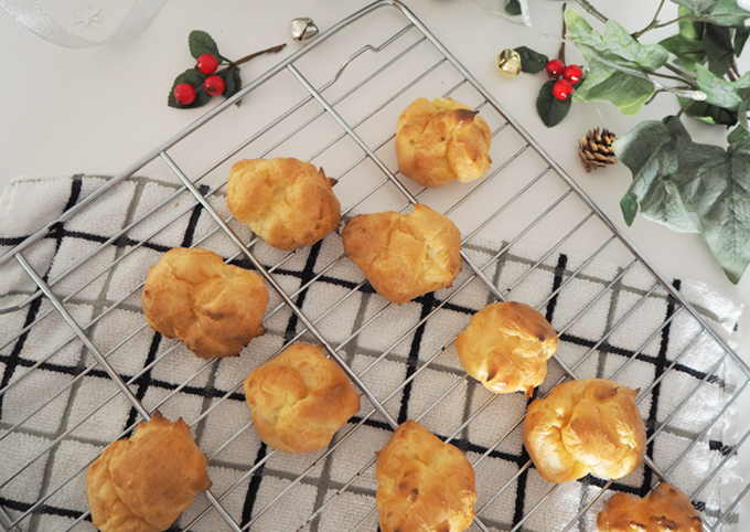 White Chocolate Profiteroles Recipe allowing to cool