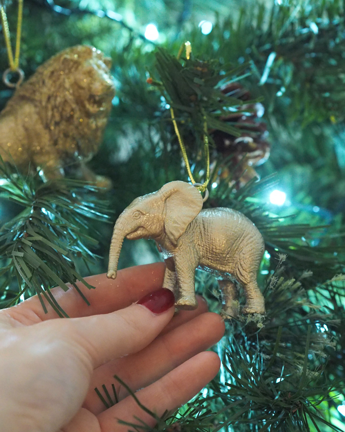 Elephant DIY Gold Animal Baubles | MadeUpStyle.com