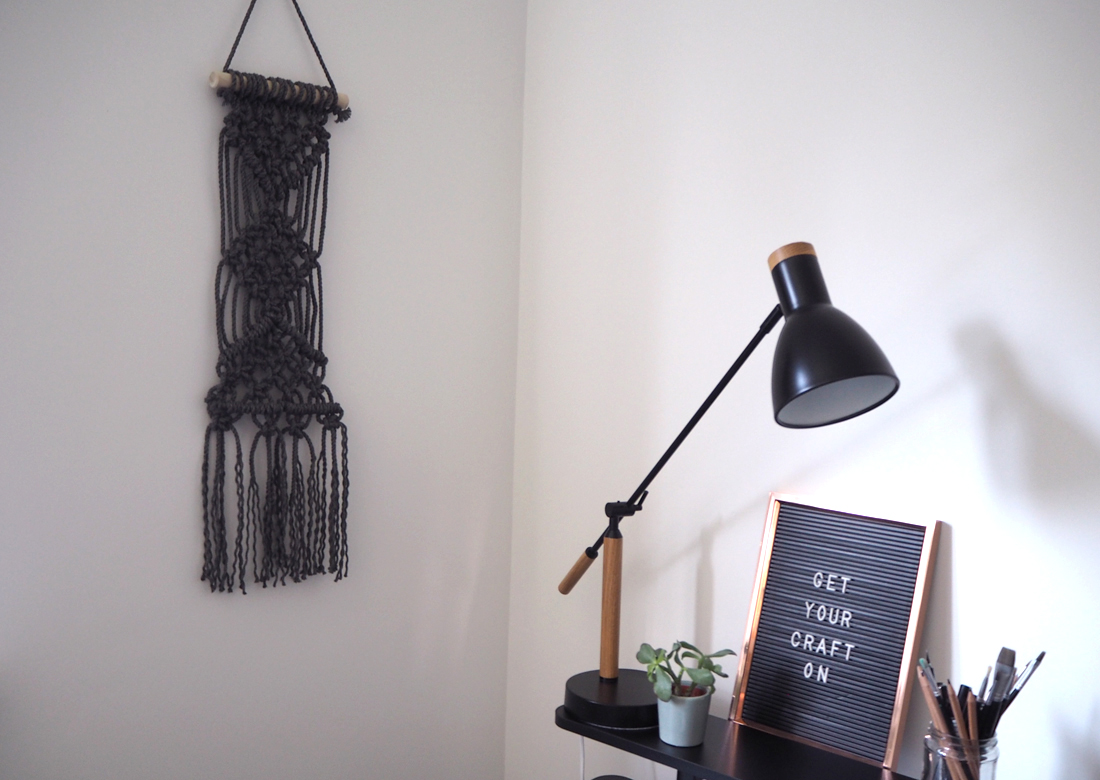 Learning Macrame How to make a wall hanging